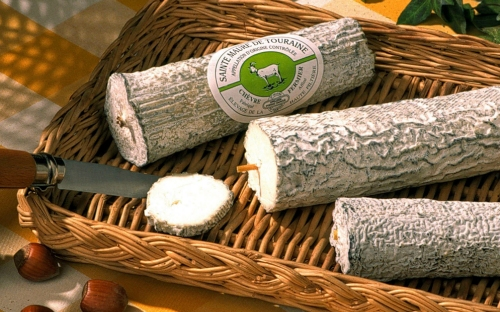 slide local cheese | bed and breakfast argentier du roy | loire valley | france